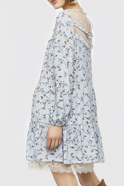 Sukienka w kwiaty niebieska