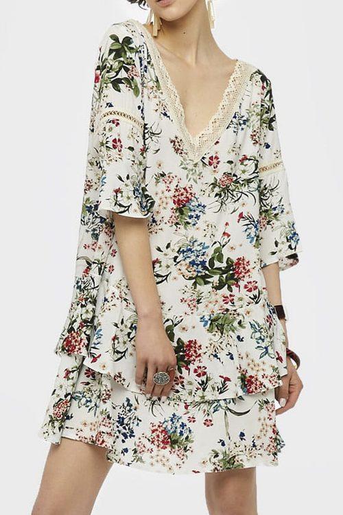 Kleid mit Volants und Baumwollspitze