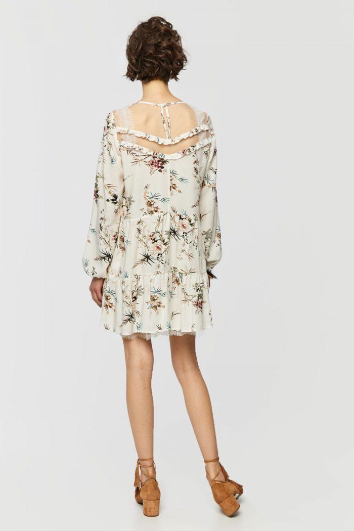 Sukienka z siateczką przy dekolcie