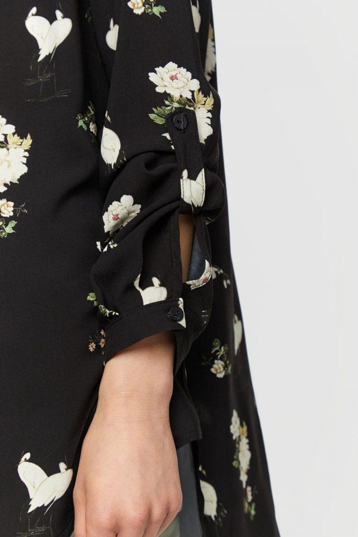Oversize-Bluse mit Knöpfen und Tiermuster