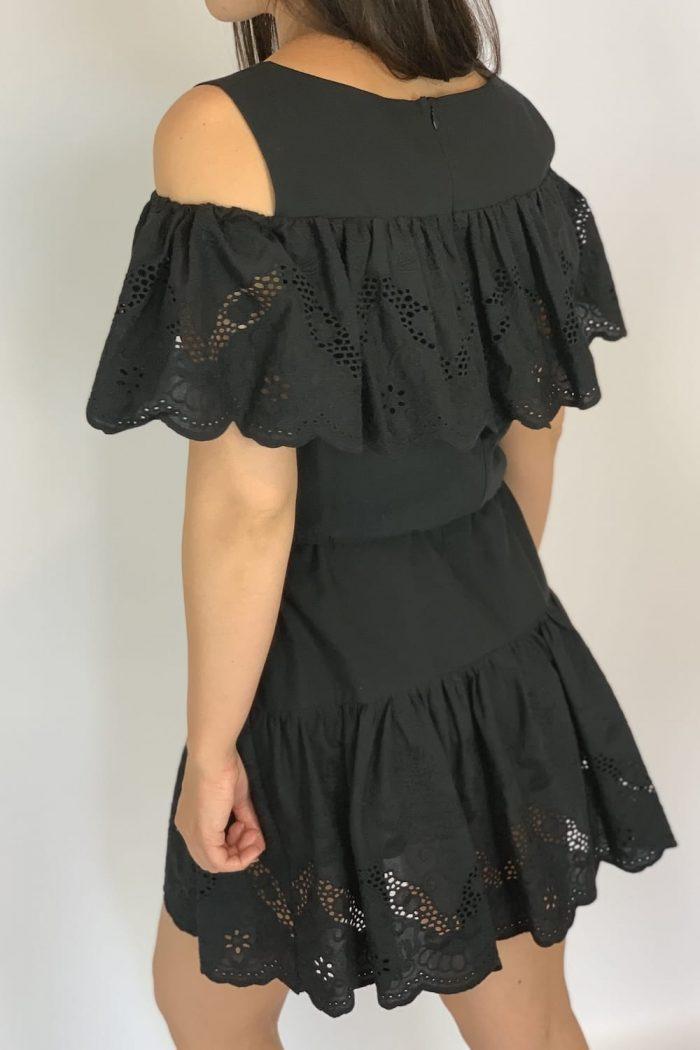 sukienka z haftem czarna