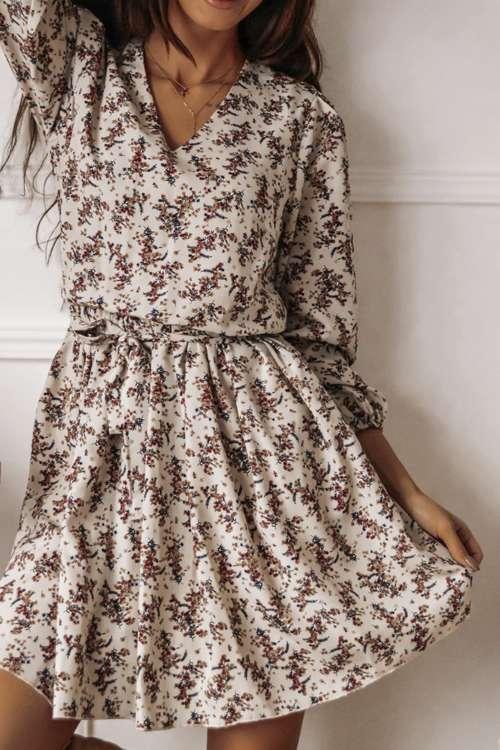 Kurzes, beiges Kleid mit Blumenmuster