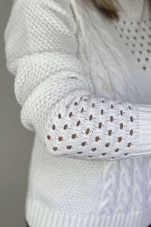 Sweter z ozdobnym warkoczem