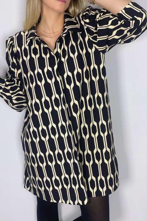 Koszulowa sukienka z nadrukiem - krem